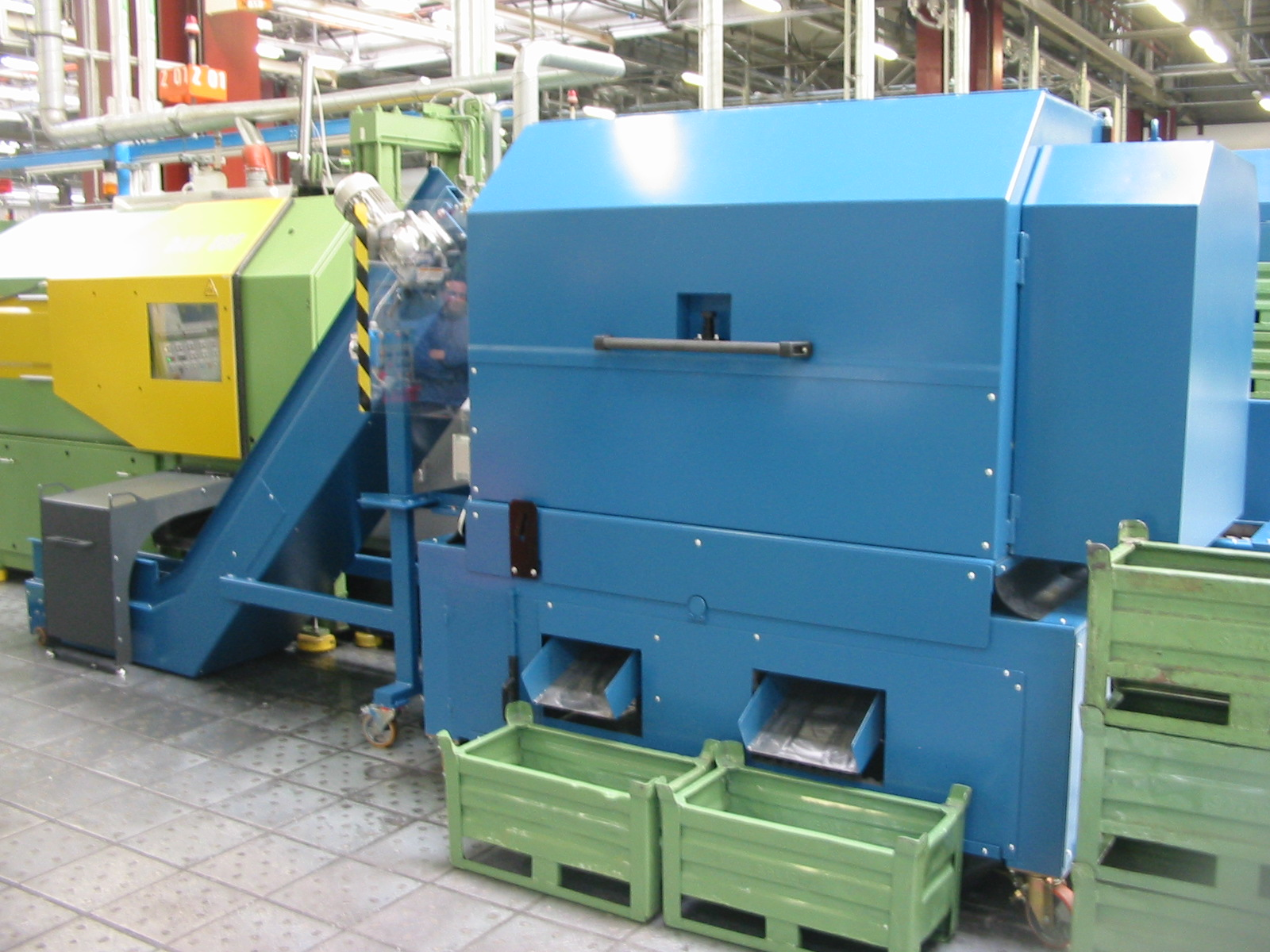 Automatic separator conveyor for die castings