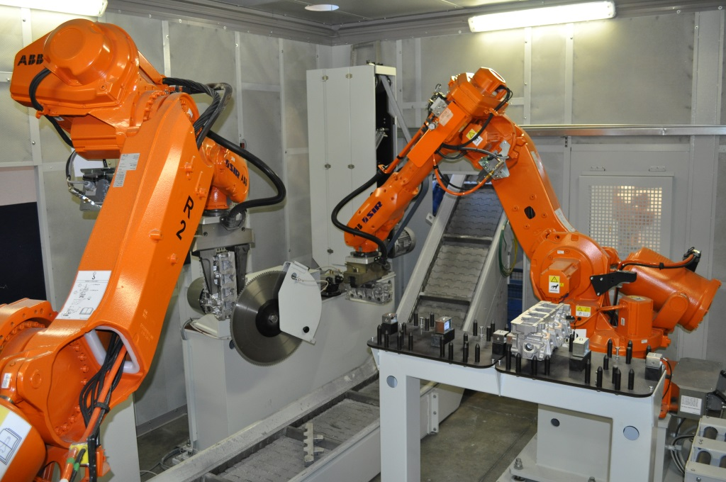 Conveyor to unload chips and sprues – robotic station
